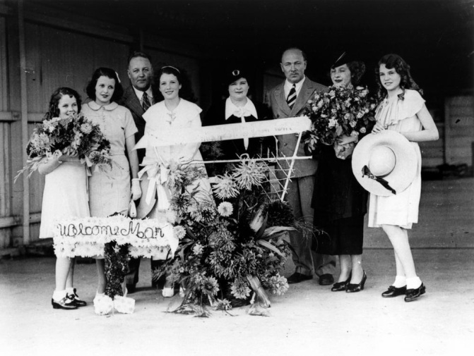 Actress Mary Maguire with family and friends welcoming her to Brisbane Queensland 1936
