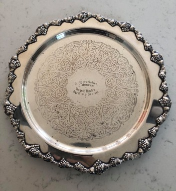 Hoyts plate presented to Gordon Murphy
