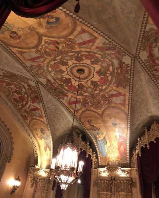 Regent foyer vaulted ceiling