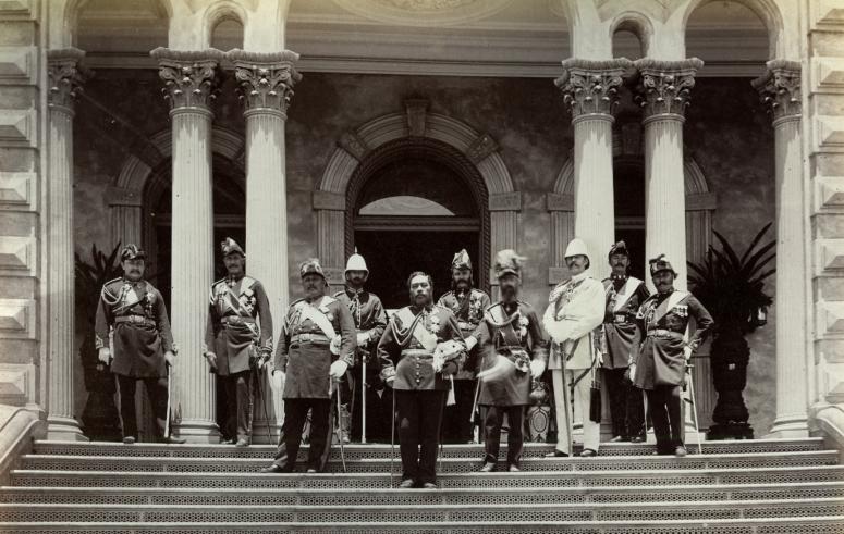Kalakaua_and_staff_outside_Iolani_Palace