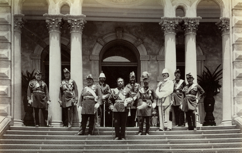Kalakaua_and_staff_outside_Iolani_Palace